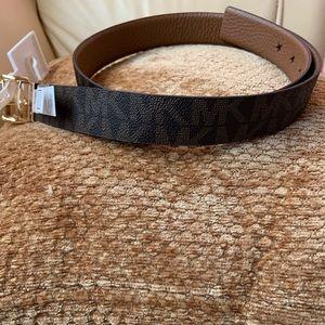Michael Kors Accessories - NWT Michael Kors Reversible Twist Signature Belt L
